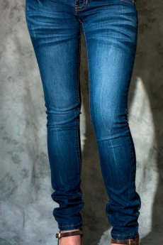 Wrinkle fade out skinny jeans with classic pockets by ChiQle.